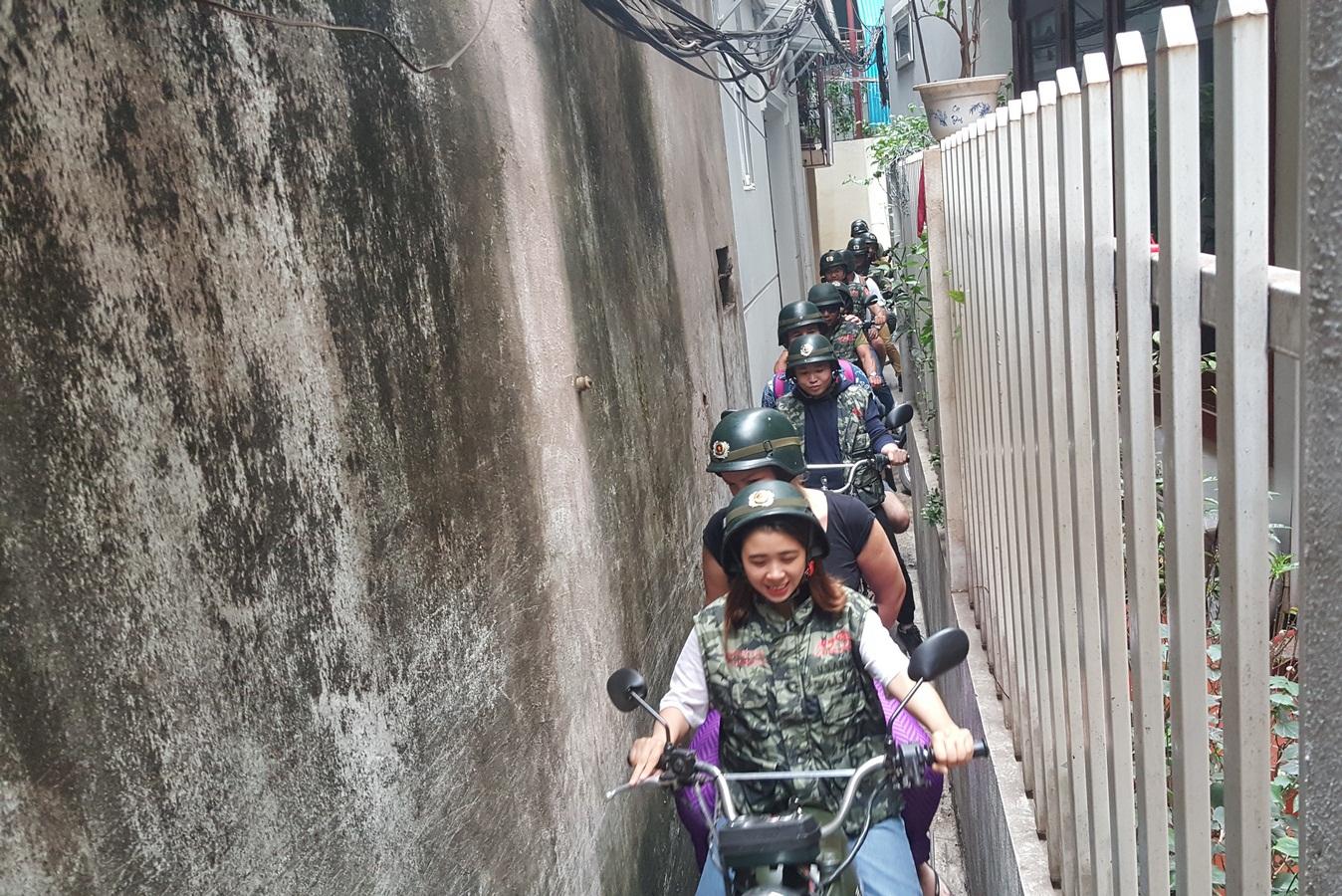 SPECIAL HANOI MOTORBIKE FOOD TOURS BY NIGHT –  FOODIE ON ANTIQUE MINSK MOTORBIKE – HBT2