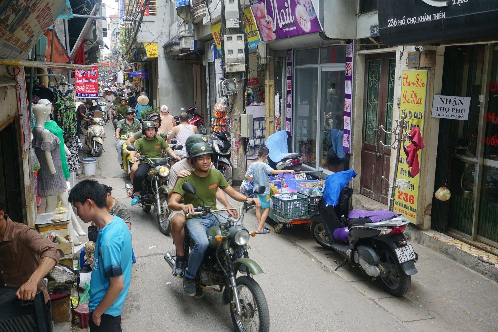 Hanoi Backstreet Tours, Hanoi motorbike tours, Hanoi motorbike city tours, Hanoi food tours motorcycle, Hanoi motorcycle tours, Hanoi Vespa Tours, Hanoi Scooter tours, Hanoi Jeep tours