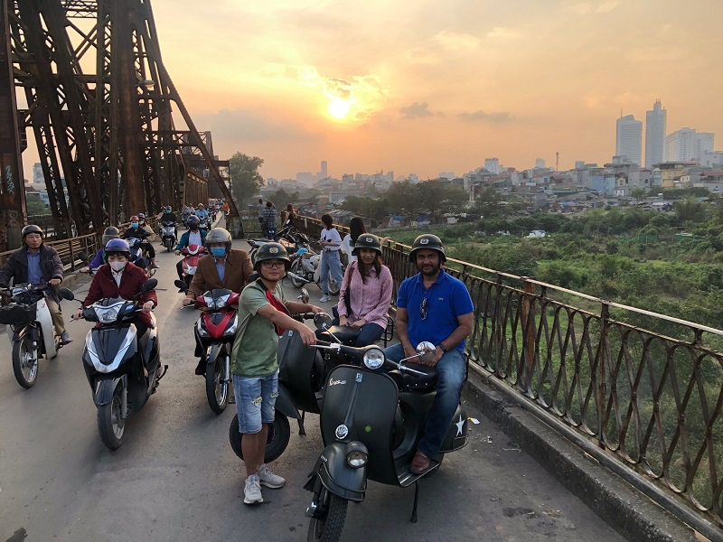 hanoi-food-culture-sight-fun-on-classic-vespa-tour-4-5-hours-hbv17