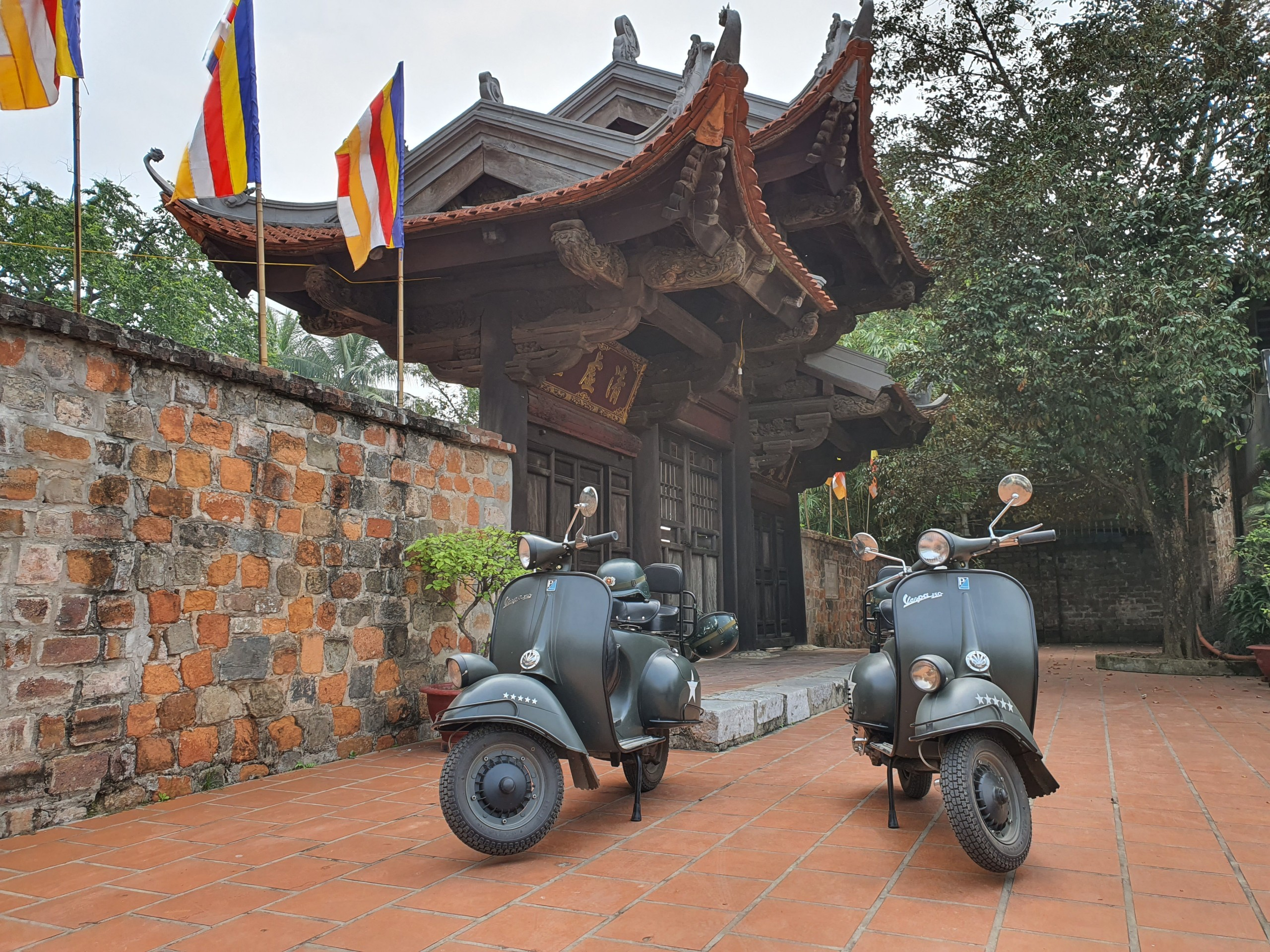 Vespa Tours hanoi- Food & Culture Tours